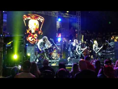 "Brian ""Head"" Welch and the Stowaways perform Roots Bloody Roots by Sepultura on deck, Shiprocked 201"