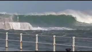 Ola gigante rompe violentamente en la entrada del puerto de Cudillero, SUSCRIBETE!!!. thumbnail