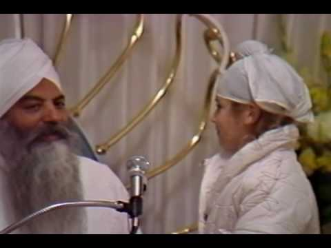 Yogi Bhajan Talk w/ Gurumustuk about India & Mothers (Feb 1984)