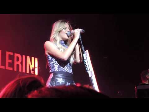 "Kelsea Ballerini ""Roses"" Live On The First Time Tour In Rosemont, IL- 11/17/16"
