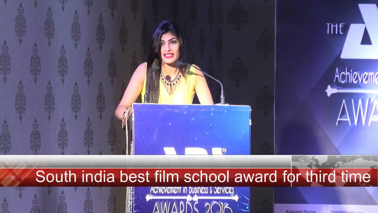 Amisha Patel Award - Youtube-6219