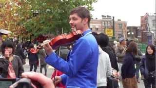 2012/11/24-14:54頃撮影のピーターです。 今年もヴァイオリンを持って、...