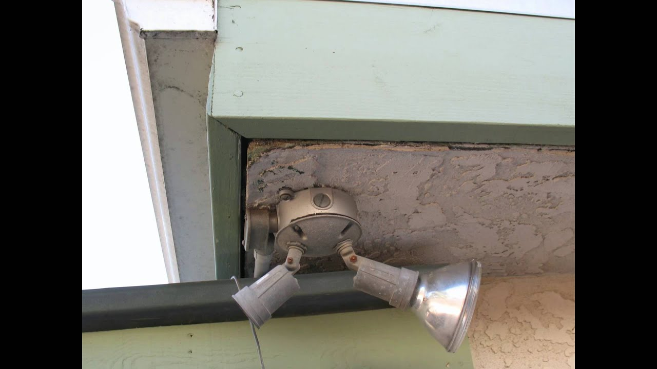 Sagging Stucco Roof Eaves Could Mean Wood Rot Or Termite S