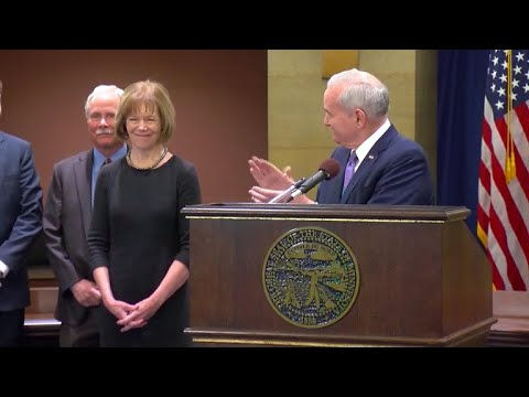 Minnesota Lt. Gov. Tina Smith appointed to replace Al Franken