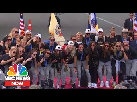 Women's World Cup Champs Return To The U.S. | NBC News Now