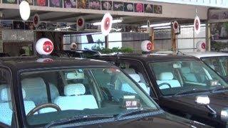屋根に目玉が付いてる 鬼太郎タクシー 「わかとり交通」