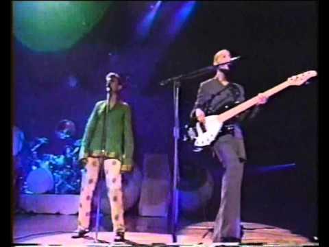David Bowie and Gail Ann Dorsey - Under Pressure