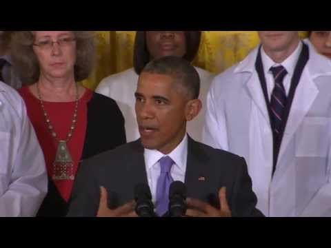 Obama recognizes Ebola workers at White House