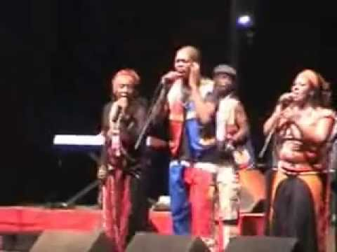 Busi Mhlongo live in Mayotte 2008