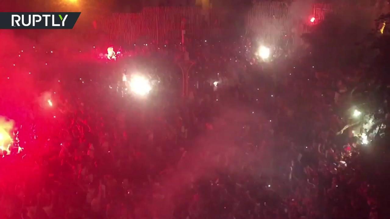 شاهد.. احتفالات الشارع الجزائري بالفوز الثمين على نيجيريا