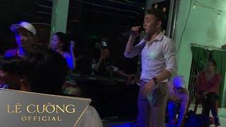 Chàng trai hát hai giọng nam nữ làm náo loạn đám cưới