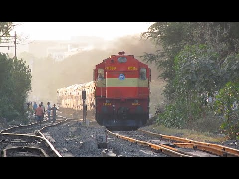 Indian Railways:Mirinda WDM3D powers Pune Solapur Hutatma Experss at golden dusk!