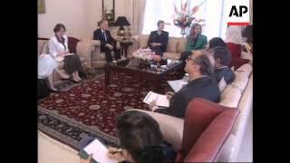 Pakistan - Hillary Clinton Meets Benazir Bhutto