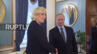 Скачать Vladimir Poutine Reçoit Marine Le Pen à Moscou