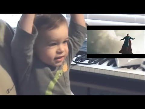 Реакция малыша на сцену из фильма «Человек из стали»