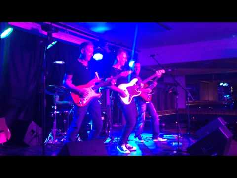 Dee Dowling Band at 3 Monkeys Pub, Eilat, Israel July 2014 (part 1)