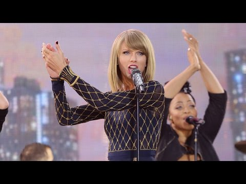 Taylor Swift Performs 'Welcome to New York' on...