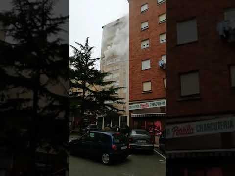 <p>El incendio de un piso en Muriedas deja daños materiales pero no personales.</p>