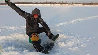 Ловля ПЛОТВЫ ЗИМОЙ Зимняя рыбалка на мормышку Еле еле дошли до рыбы