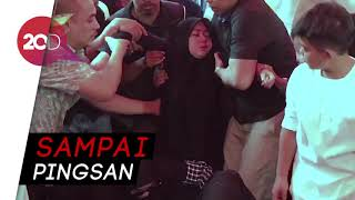 Download Video Istri Histeris saat Kakak Syahrini Dikuburkan MP3 3GP MP4