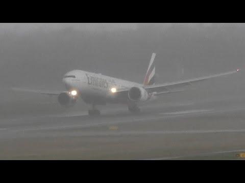 Boeing 777-300ER Emirates Crosswind landing during bad weather at Düsseldorf International Airport