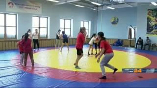 С 2004 года женская вольная борьба была включена в программу Летних Олимпийских Игр(А осенью прошлого года в Мирнинской детско-юношеской спортивной школе открылась секция женской вольной..., 2015-02-06T03:16:55.000Z)