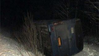Автобус, следовавший по маршруту Ярославль-Череповец, опрокинулся в кювет(, 2015-01-14T14:40:05.000Z)