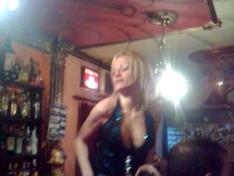 Café Sahara de Churriana Granada actuación GoGo (Bar Coyote) bailarina Vanessa 5