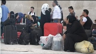 آلاف الأسر السورية عالقة في معبر باب الهوى على الحدود التركية