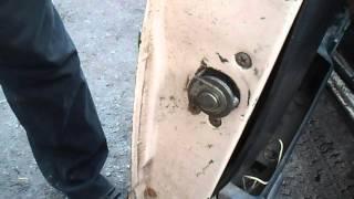 Смазка замков  двери,если дверь не закрывается нормально.(Очень просто и в то же время действенный способ улучшить закрывание дверей на авто семейства ВАЗ.Смазка..., 2016-01-30T22:04:26.000Z)