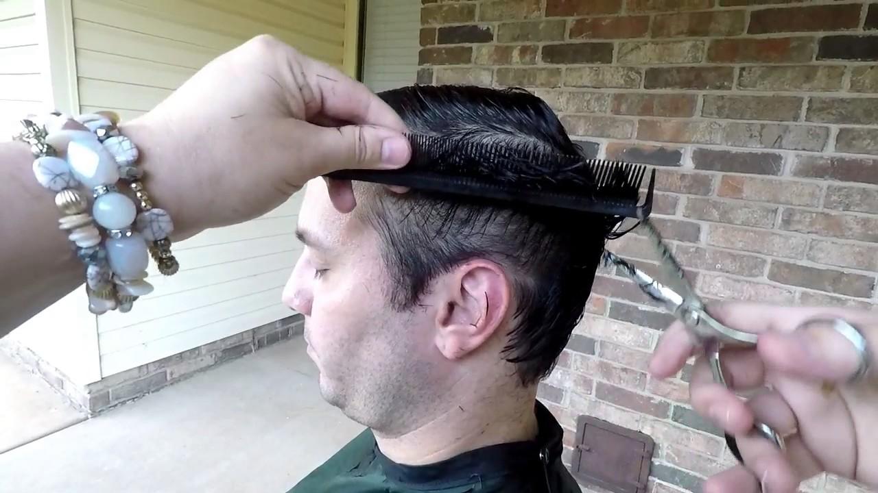 Corte de pelo a maquina sobre peine