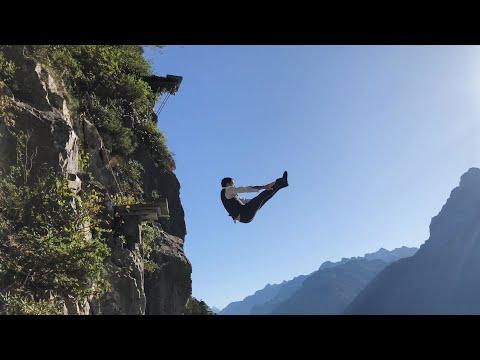Plongeon De 17m En Costard / 17m Cliff Diving In A Nice Suit !