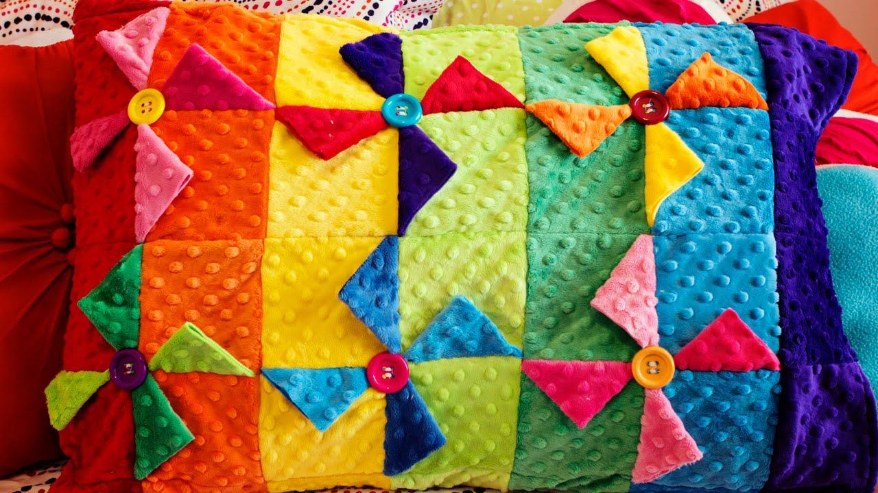How to make a Pinwheel Quilt Block Pillowcase (Sewing Tutorial ... : how to make pinwheel quilt blocks - Adamdwight.com