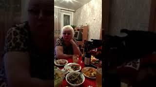 Баба Аня рассказывает Анекдот про куриц и петуха!