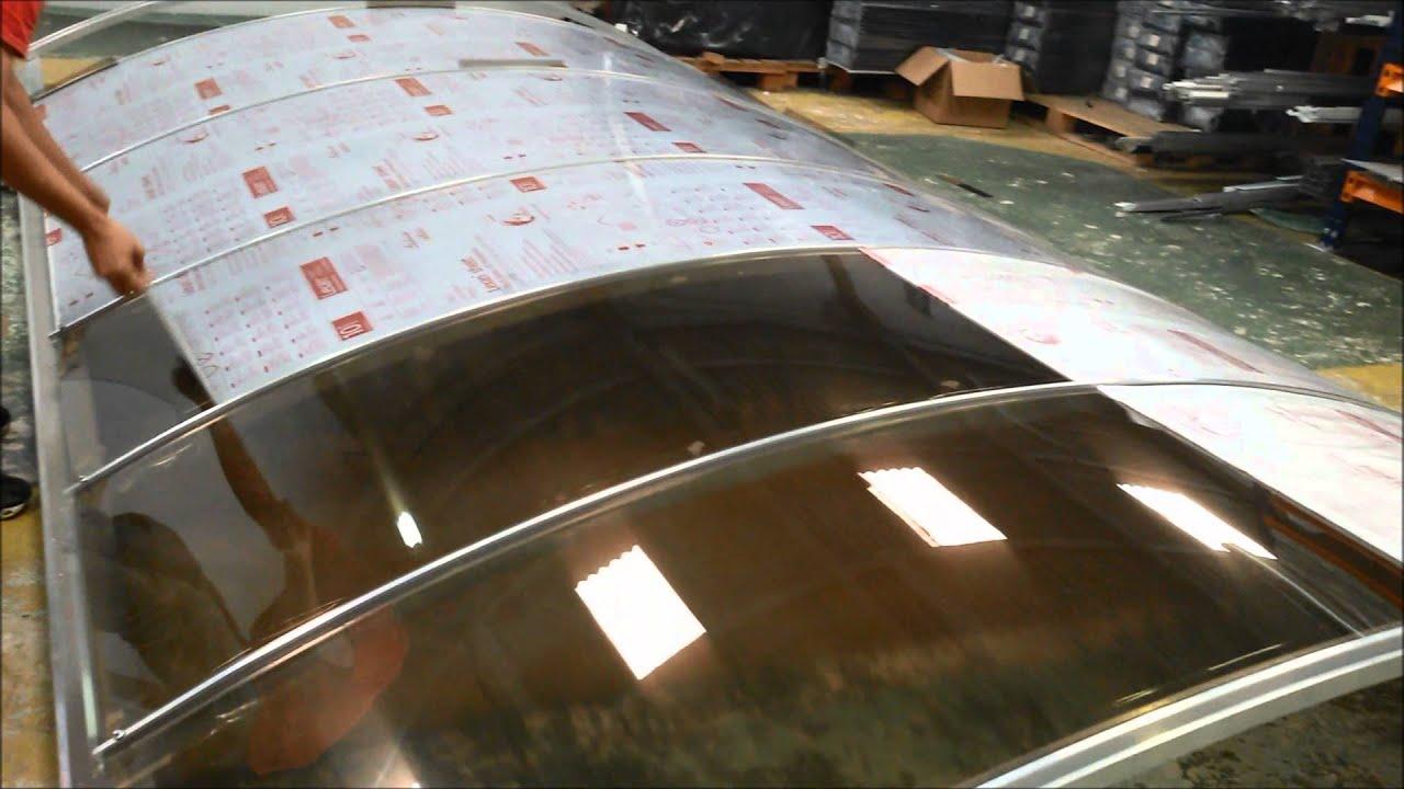 Instala o de policarbonato compacto bronze curvo for Materiales para toldos de aluminio