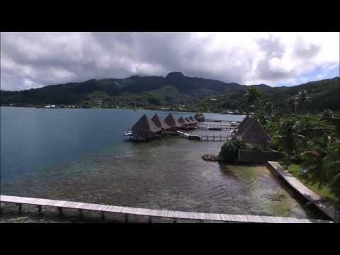 Drone au-dessus du lagon de RAIATEA-TAHAA