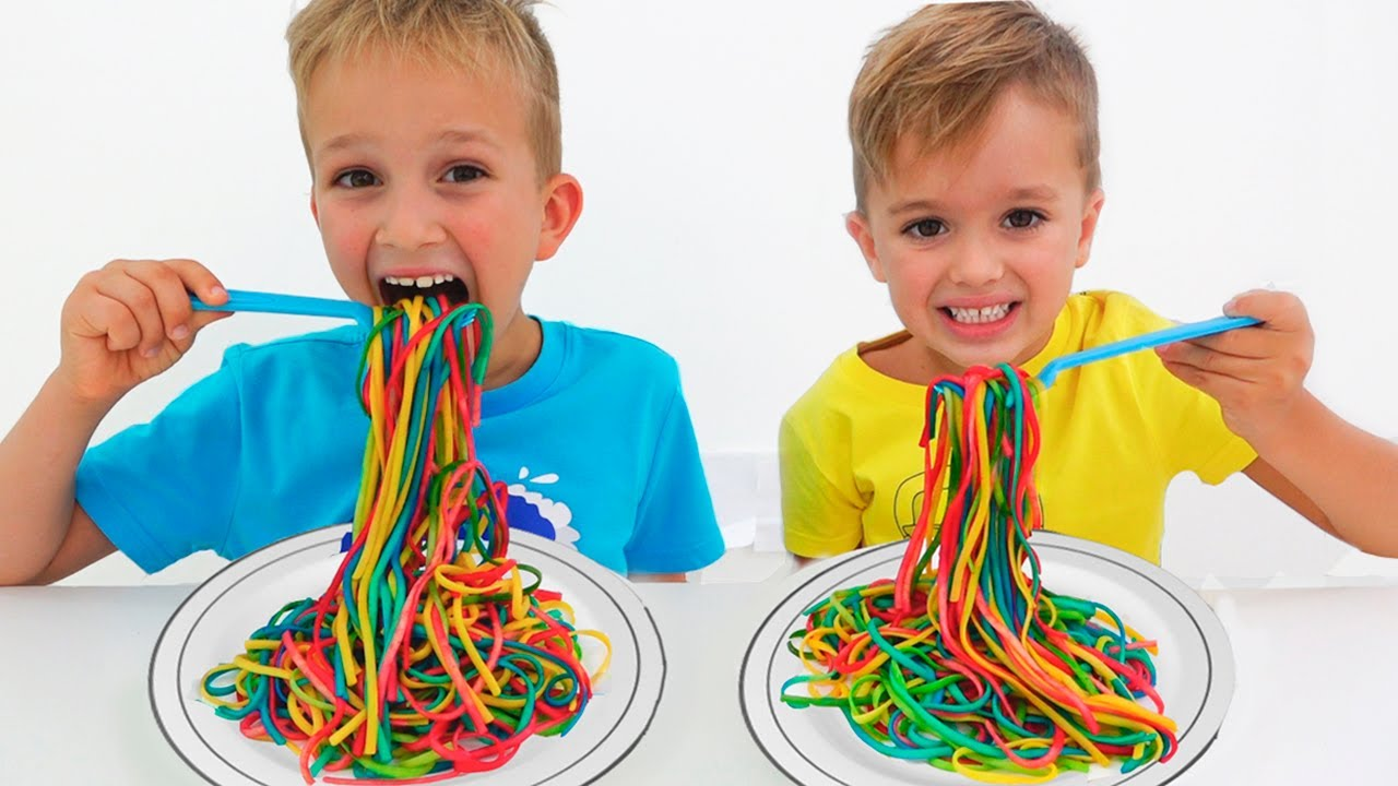 Download Vlad and Mom want the same colored noodles