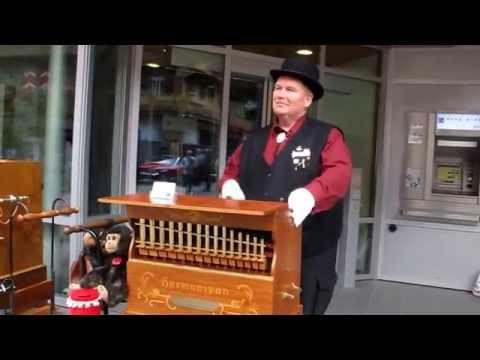 Cool Barrel Organ Player!