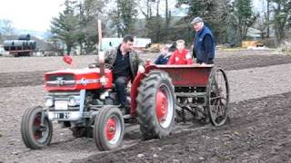 Gambar cover vintage tractor ( ballymurphy club ) ploughing & sowing spring barley march 2011  Ireland