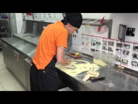 Голосовые подсказки в пиццерии Додо