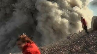 Альпинисты сняли начало извержения вулкана на видео (новости)(http://ntdtv.ru/ Альпинисты сняли начало извержения вулкана на видео. В Никарагуа началось извержение вулкана..., 2015-05-13T10:59:45.000Z)