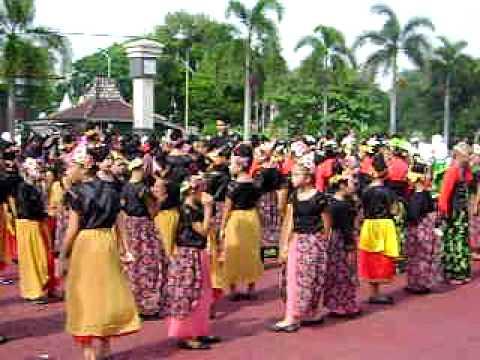 Rekor Tari Jaipong Terbanyak Part 4.AVI