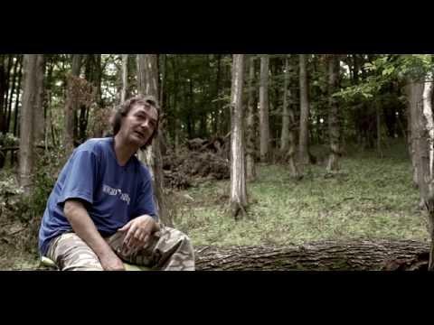 Proteine rozpráva príbeh o klobásovom duchovi v lese