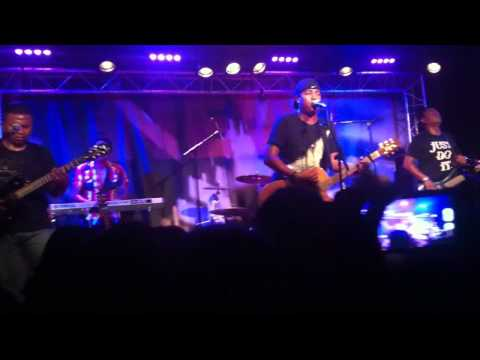 Ambondrona - Tafandria Mandry (live)