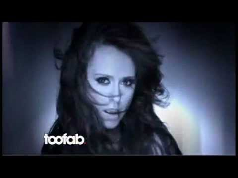 Jennifer Love Hewitt Strips & Sings thumbnail