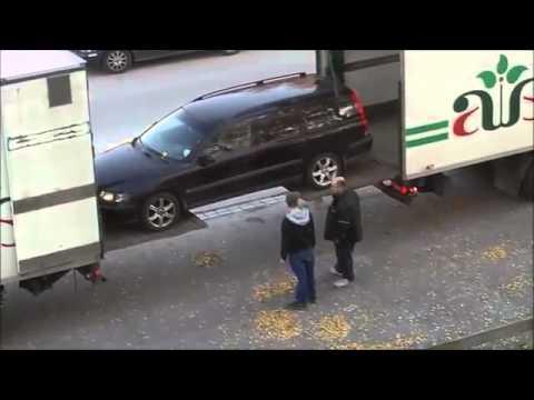 une technique pour charger une voiture dans la remorque d 39 un camion youtube. Black Bedroom Furniture Sets. Home Design Ideas