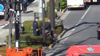右折禁止を右折したスクーターが警察官に捕まった瞬間! thumbnail