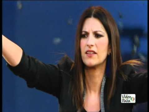 Laura Pausini per i 30 anni di Radio Italia in Piazza Duomo a Milano (14-05-2012)