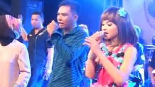 Download lagu Dinding Kaca Gerry Feat Tasya MP3