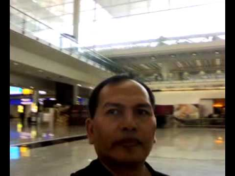 Airport HK lobby terminal.mp4